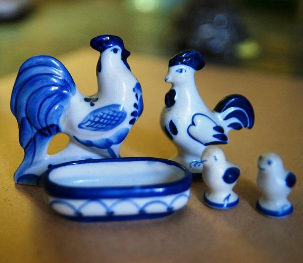 Петушок, Курочка Ряба и их цыплята.  Гжель.