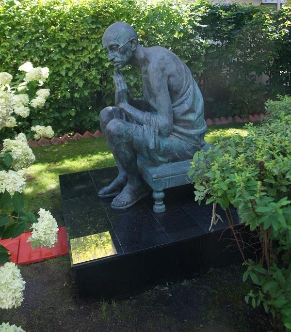 Дмитрий Рябичев Александр Рябичев Памятник Махатме Ганди Посольство Республики Индия в России Воронцово Поле, Москва
